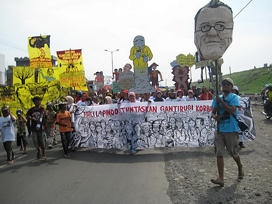 Figure 1: Parade for Taring Padi Lapindo Commemoration Project (Photo courtesy of Taring Padi)